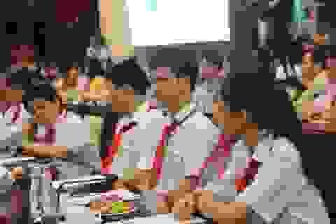 """Chủ tịch TPHCM mong học sinh """"rảnh rỗi đừng xem điện thoại"""""""