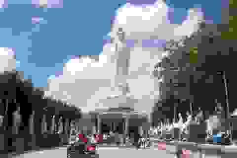 Đầu năm, thăm ngôi chùa có tượng Phật Quan Âm cao nhất miền Tây