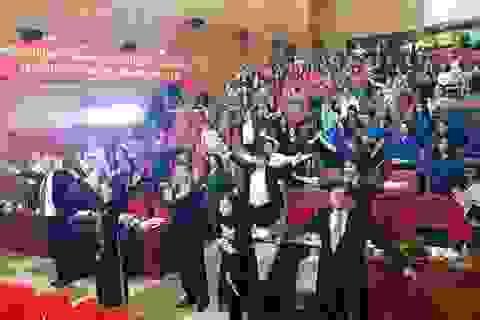 Xem Bộ trưởng Y tế tập thể dục 3 phút giữa hội nghị