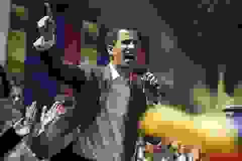 Tổng thống tự phong Venezuela kêu gọi người ủng hộ bao vây căn cứ quân sự