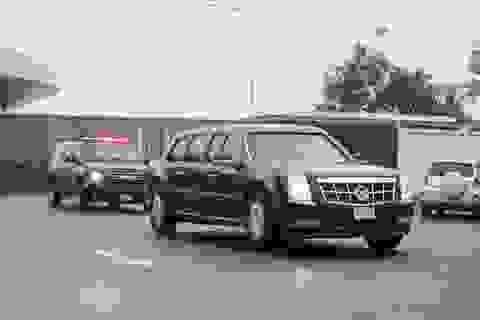 """Xe """"quái thú"""" của Tổng thống Donald Trump lăn bánh trên đường Hà Nội"""