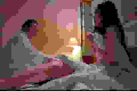 """Vì sao cứ có """"cảnh nóng"""" là phim Việt lại gây tranh cãi?"""