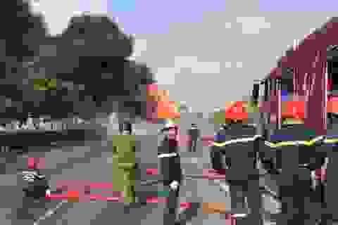 Biển lửa bao trùm xe bồn chở nhiên liệu giữa cửa ngõ Sài Gòn
