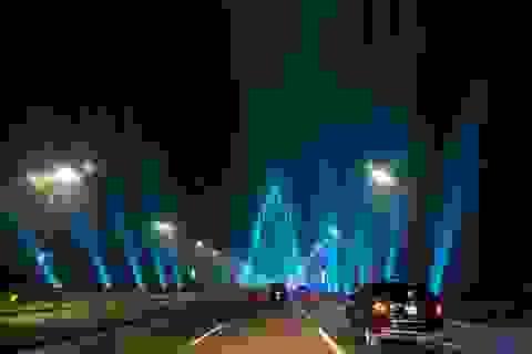 Cầu Nhật Tân rực rỡ sắc màu trên trang Facebook Nhà Trắng