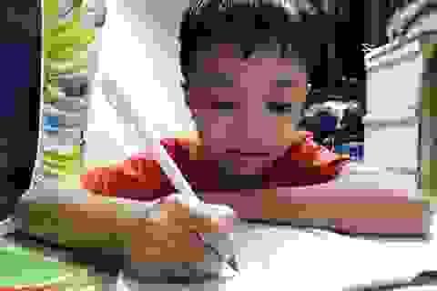 Mẹ qua đời, bé trai 7 tuổi bị bệnh thiếu máu lâm cảnh bơ vơ
