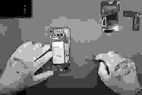 """""""Mổ bụng"""" Galaxy S10, dễ mở, dễ thay thế linh kiện"""