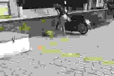 Hà Nội: Vô tình bị nhốt ở trong phòng, bé trai tử vong vì rơi từ ban công