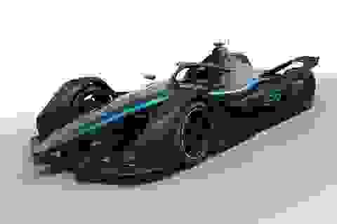 Mercedes-Benz giới thiệu mẫu xe đua chạy điện đầu tiên của hãng