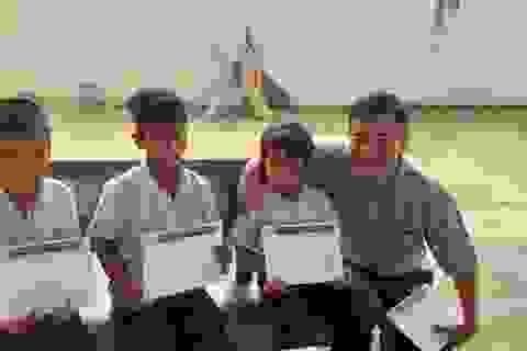 120 học sinh nghèo tỉnh Bình Phước nhận học bổng Grobest