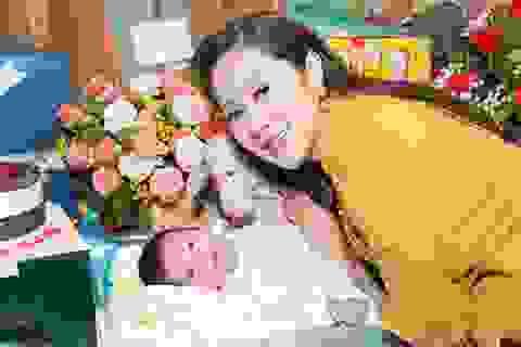 Vắng chồng, Thanh Thúy tự tay trang trí tiệc đầy tháng cho con trai