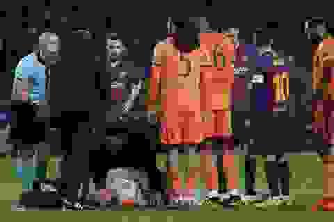 Va chạm mạnh với Coutinho, thủ môn Lyon mất trí nhớ tạm thời