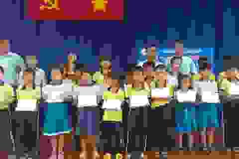 Trao học bổng Grobest đến học sinh nghèo hiếu học huyện Cần Giờ- TPHCM