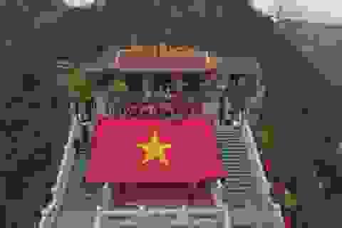 """Trao tặng 6.000 lá cờ Tổ quốc và 1.000 góc học tập trong ngày hội """"Tháng Ba biên giới"""""""