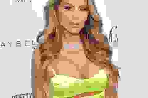 Bạn cô Kim cũng khoe ngực khủng