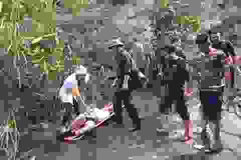 Cứu hộ du khách Anh gặp nạn khi trèo thác ở đèo Hải Vân