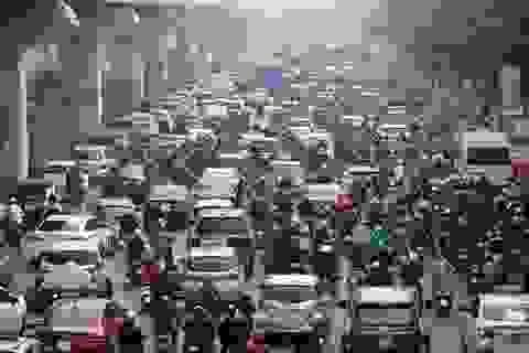 """Giao thông """"căng như dây đàn"""" trên 6 tuyến đường Hà Nội nghiên cứu cấm xe máy"""