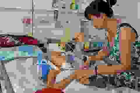 Mẹ xót xa khi 2 con trai đều bị tai nạn giao thông, một con đã mất, một con nguy kịch