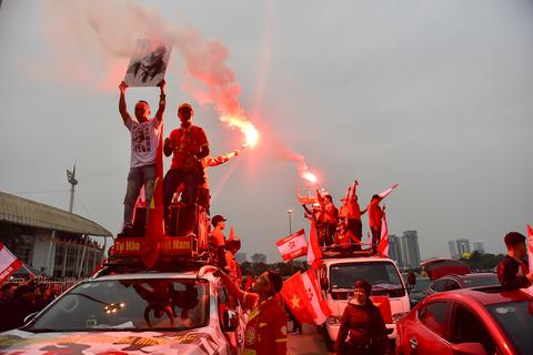 """CĐV Hải Phòng """"cháy"""" hết mình trước trận U23 Việt Nam gặp U23 Indonesia"""