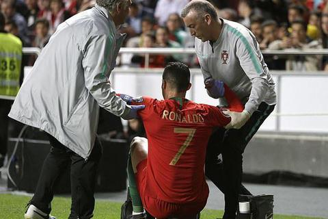 C.Ronaldo dính chấn thương, có nguy cơ lỡ hẹn với tứ kết Champions League