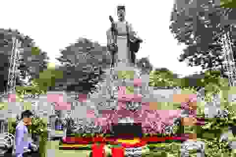 Hoa anh đào Nhật Bản khoe sắc giữa lòng Hà Nội