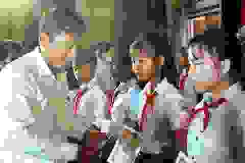 Trao 110 suất học bổng Vừ A Dính đến học sinh dân tộc thiểu số và khó khăn