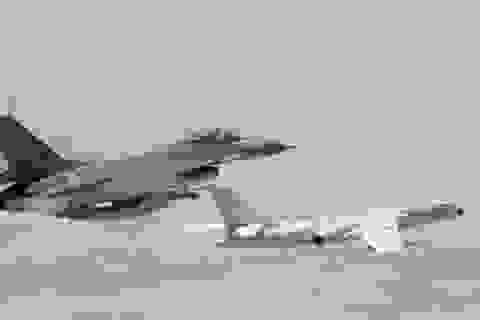 """Mỹ """"bật đèn xanh"""" bán vũ khí, Trung Quốc điều tiêm kích áp sát Đài Loan"""