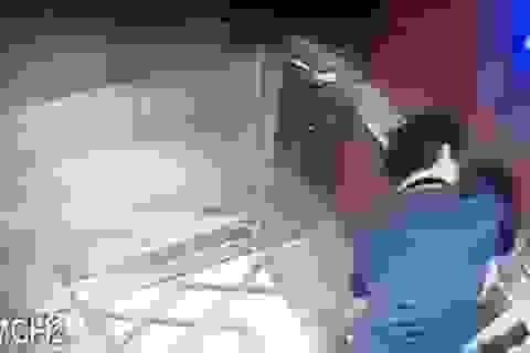 """BQL chung cư kể chuyện """"giăng lưới"""" nhận dạng người đàn ông sàm sỡ bé gái trong thang máy"""