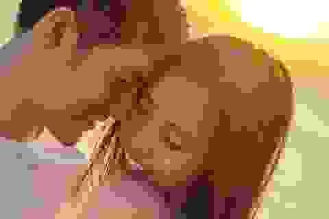 Đông Nhi nói về đám cưới với Ông Cao Thắng và khoảnh khắc nhổ tóc bạc cho nhau