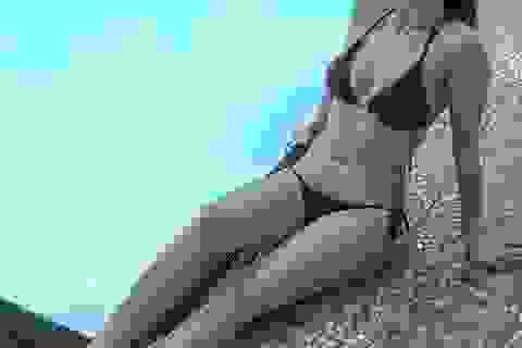 Cô giáo bị nhà trường đuổi việc vì đăng ảnh mặc bikini và váy ngắn lên mạng xã hội