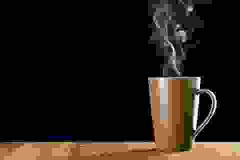 6 lợi ích của việc uống nước nóng