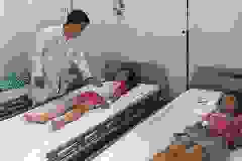 Hàng chục học sinh tiểu học nhập viện nghi ngộ độc thực phẩm