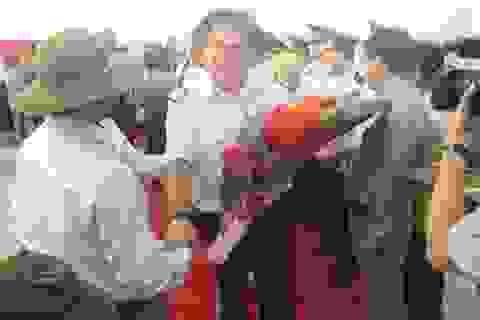 Đoàn du khách quốc tế đến tham quan Quảng Trị bằng du thuyền