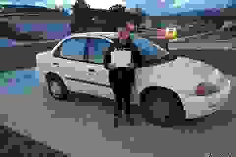 Thiếu niên 13 tuổi tự kiếm tiền mua xe tặng mẹ khiến dân mạng thán phục