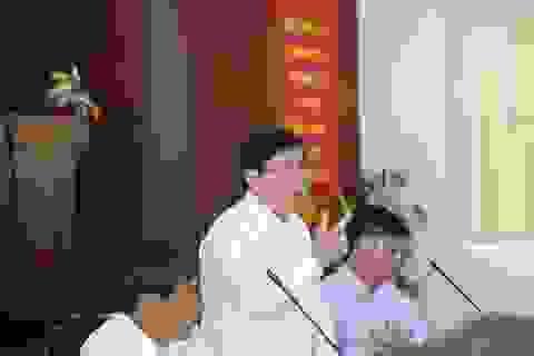 Chủ tịch TPHCM: Cán bộ phường phải trao đổi được với người nước ngoài