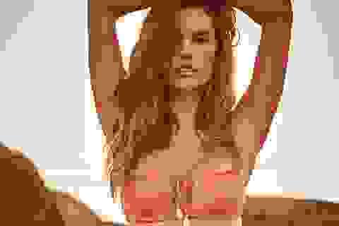 Alessandra Ambrosio quyến rũ chụp hình với áo tắm