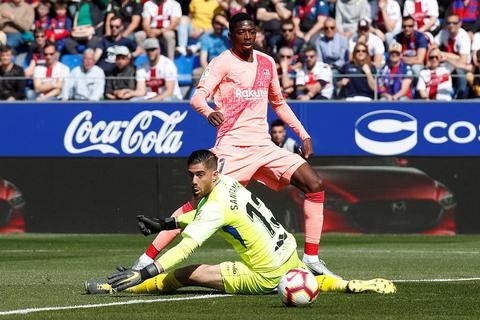 Hòa đội cuối bảng, Barcelona chỉ còn hơn Atletico 9 điểm
