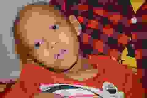 Thắt lòng đôi mắt đầy ám ảnh của cậu bé 9 tuổi giữa lằn ranh sinh tử