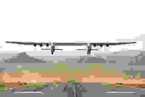 Stratolaunch, chiếc máy bay lớn nhất thế giới đã thực hiện chuyến bay lịch sử đầu tiên