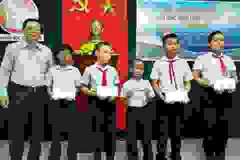 Đà Nẵng: Trao 200 triệu đồng học bổng hỗ trợ học sinh vượt khó