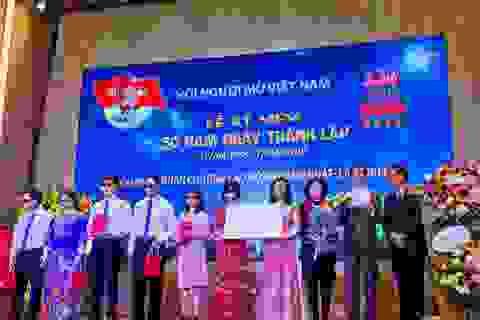 """AIC Group tặng 1.000 điện thoại """"9999 Hy vọng"""" giúp người khiếm thị làm nên điều kỳ diệu"""