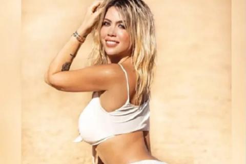 Bà xã Icardi gây bão với ảnh khỏa thân trên bãi biển