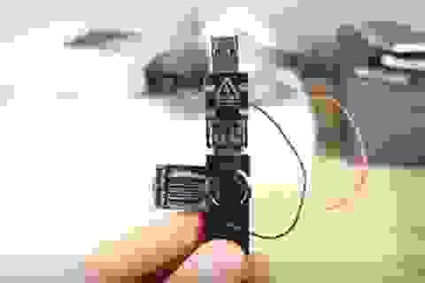 """Cựu sinh viên dùng """"USB sát thủ"""" phá hoại hàng chục máy tính tại trường học"""