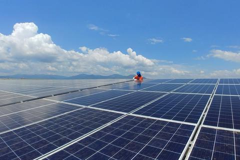 Vốn tư nhân đổ vào năng lượng tái tạo, không lo thiếu điện