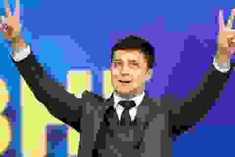 """Thách thức bủa vây danh hài """"ngoại đạo"""" thắng cử tổng thống Ukraine"""
