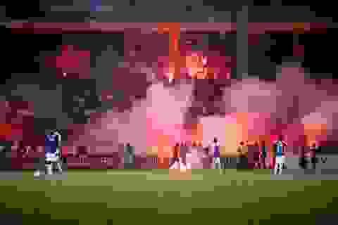 HLV Hà Nội FC phản ứng với màn đốt pháo sáng của CĐV Hải Phòng