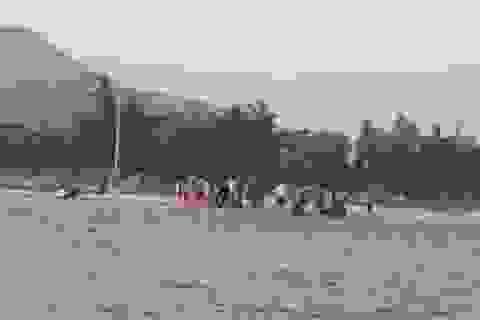 Hai thanh niên cứu sống 5 cháu nhỏ gặp nạn trên biển