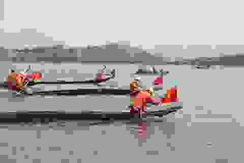 Độc đáo lễ hội đua thuyền độc mộc trên sông biên giới