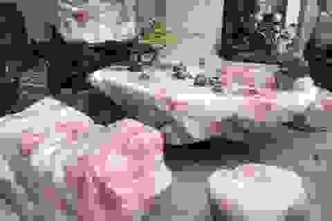 Sững sờ trước vẻ đẹp của bộ bàn ghế đá thạch anh hồng, chỉ đại gia mới dám chơi