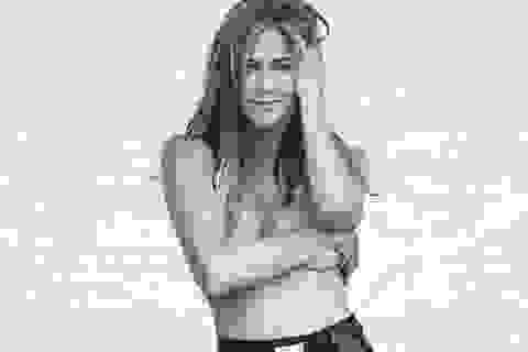 """Jennifer Aniston tuổi 50: Chụp ảnh bán """"nude"""" và vẫn sẵn sàng yêu"""