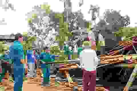 Hàng chục ngôi nhà đổ sập, hư hỏng nặng sau trận lốc xoáy